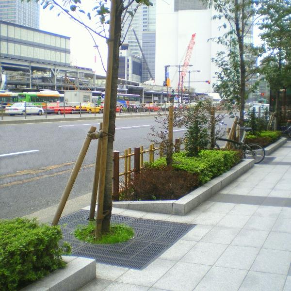 外堀通りシンボルロード(東京駅八重洲口)